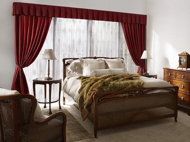 ヨーロピアンアンティーク調のベッドルーム